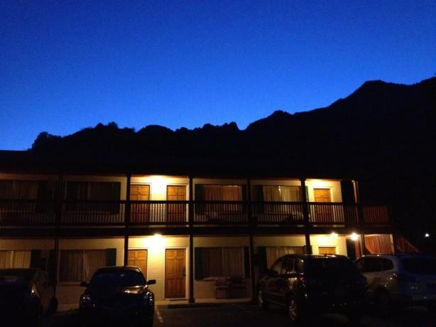 Nighttime at Terrace Brooke Lodge