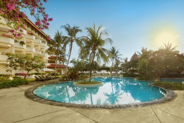 The pool at Grand Mirage Resort