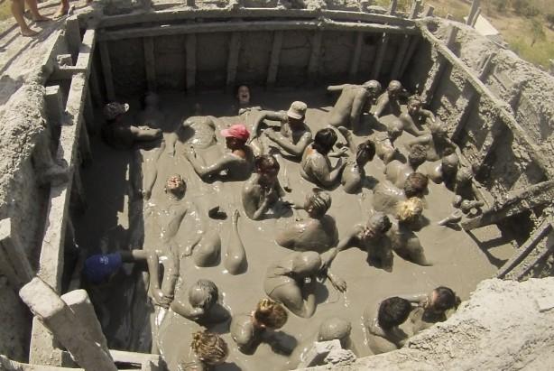 bodies in mud, mud volcano, cartagena, colombia