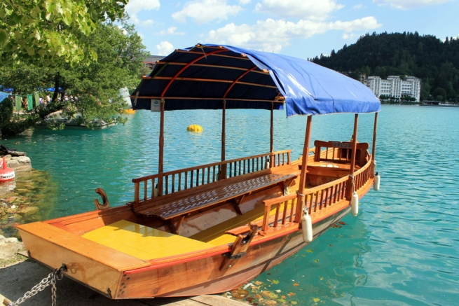 The plenta boat in Lake Bled
