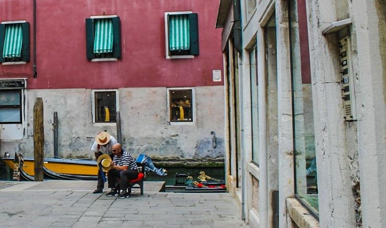 Gondoliers_Venice