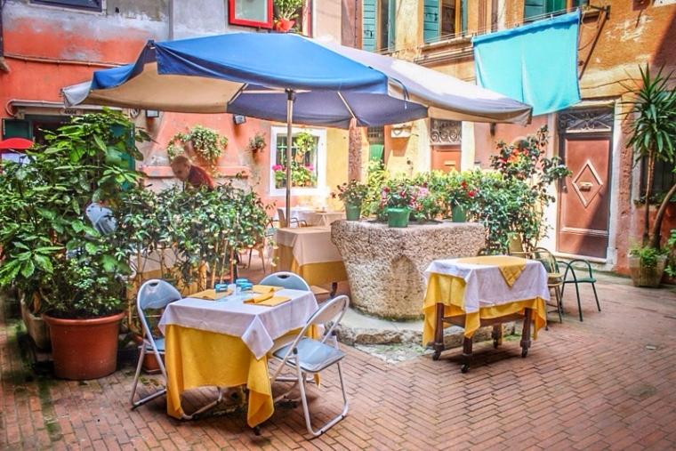 Cafes_Venice_Italy