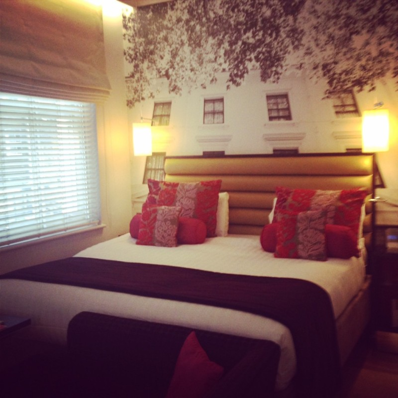 Hotel Indigo in Paddington | Cool things to do in London via www.dtravelsround.com