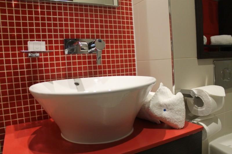 The bathroom at Paddington's Hotel Indigo