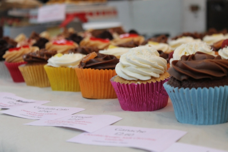 Vegan cupcakes at Old Spitafield Market | Cool things to do in London via www.dtravelsround.com
