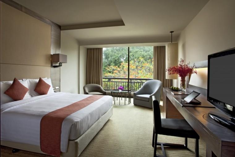 Explore Bangkok and stay at the Swissotel
